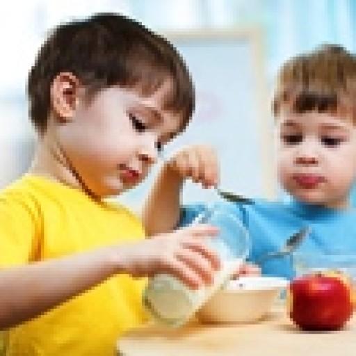Owoce, warzywa i mleko w unijnych szkołach
