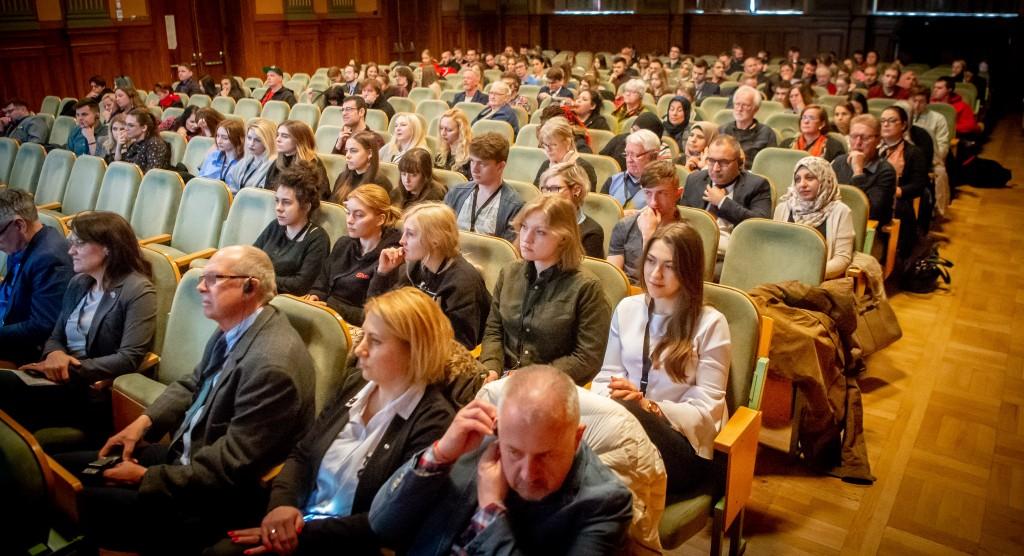 Medborgardialog om framtidens EU med deltagare från Sverige och Polen. Mötet hölls i Chapmansskolans Aula.